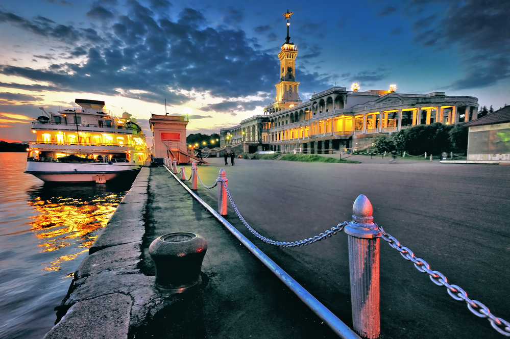 River cruise liner moored north of the river port of Moscow. Photo: depositphotos.com