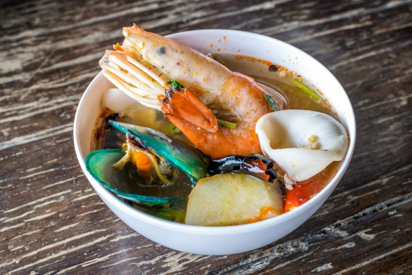 The Best Dishes that You Should Try While in Thailand. Tom yam kung or Tom yam goong (Thai foods)