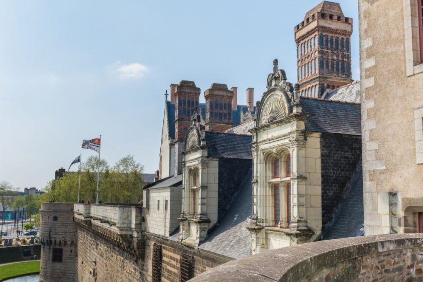 Two different ways to explore Nantes. Which will you choose?