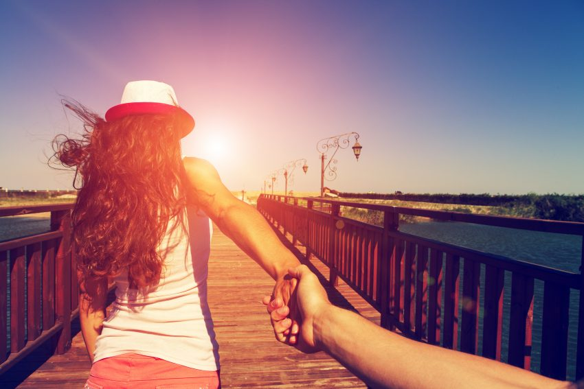 Why You Should Travel as a Couple Before Marriage. A girl goes on a post holding a fellow on a hand